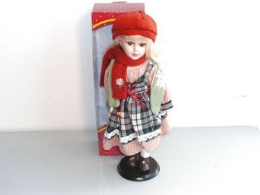 Porcelánová panenka se šálou