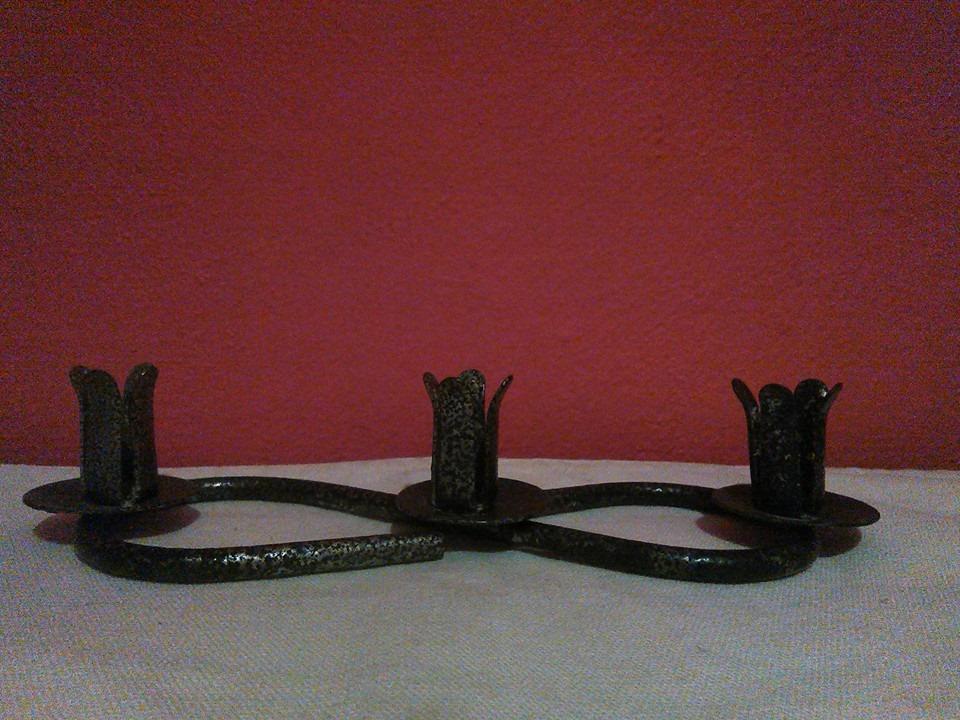 Kovový svícen na 3 tenké svíčky