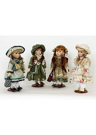 Porcelánová panenka Brunetka v hnědých šatech