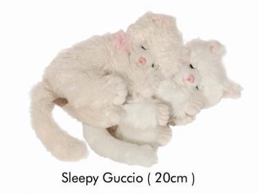Kočička Guccio spící