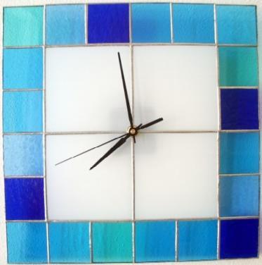 Designnové hodiny vitrážové - modré
