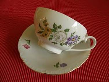 Porcelánový šálek Květiny