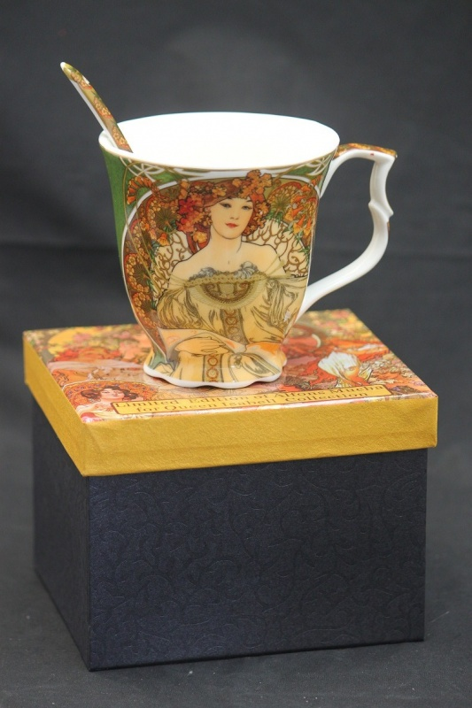 Porcelánový hrnek A. Mucha Léto