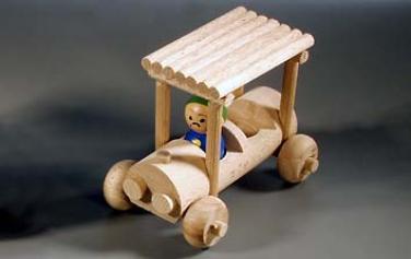 Dřevěná hračka auto
