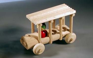 Dřevěná hračka autobus