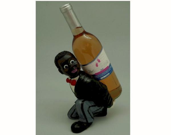 Originální stojan na víno Černoch