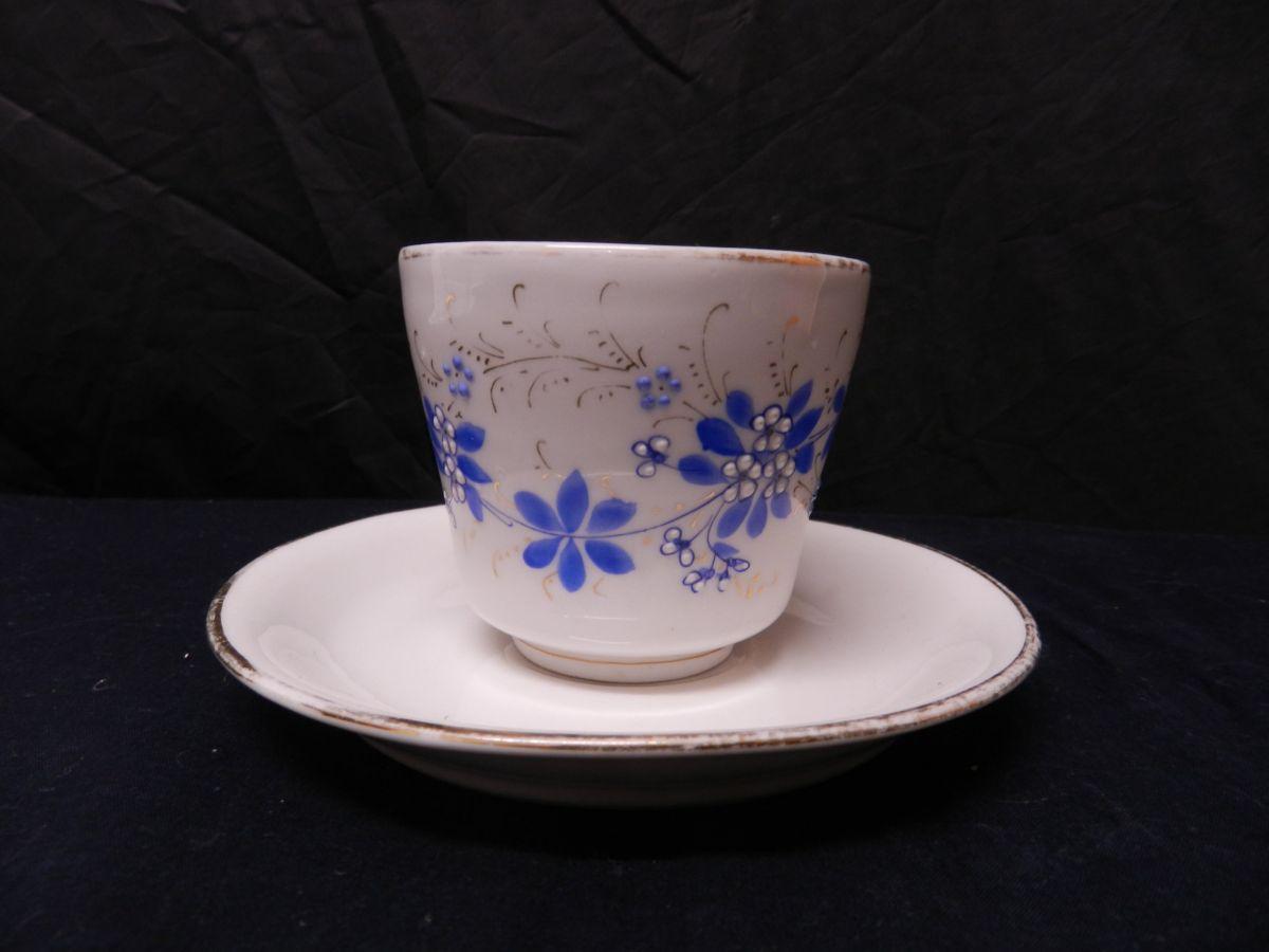 Porcelánový šálek cca 1870 ručně malovaný Modré květinky sign. Loket