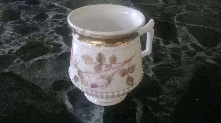 Starožitný porcelánový hrnek Růže
