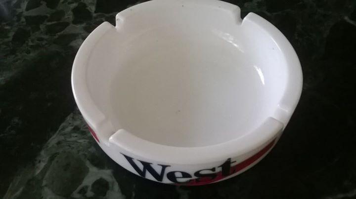 Reklamní skleněný popelník WEST