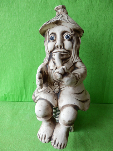 Keramický vodník sedící s fajkou Natural