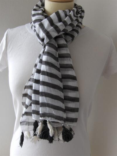 Bavlněný šátek Pruhy s třapci a korálkami - šedé