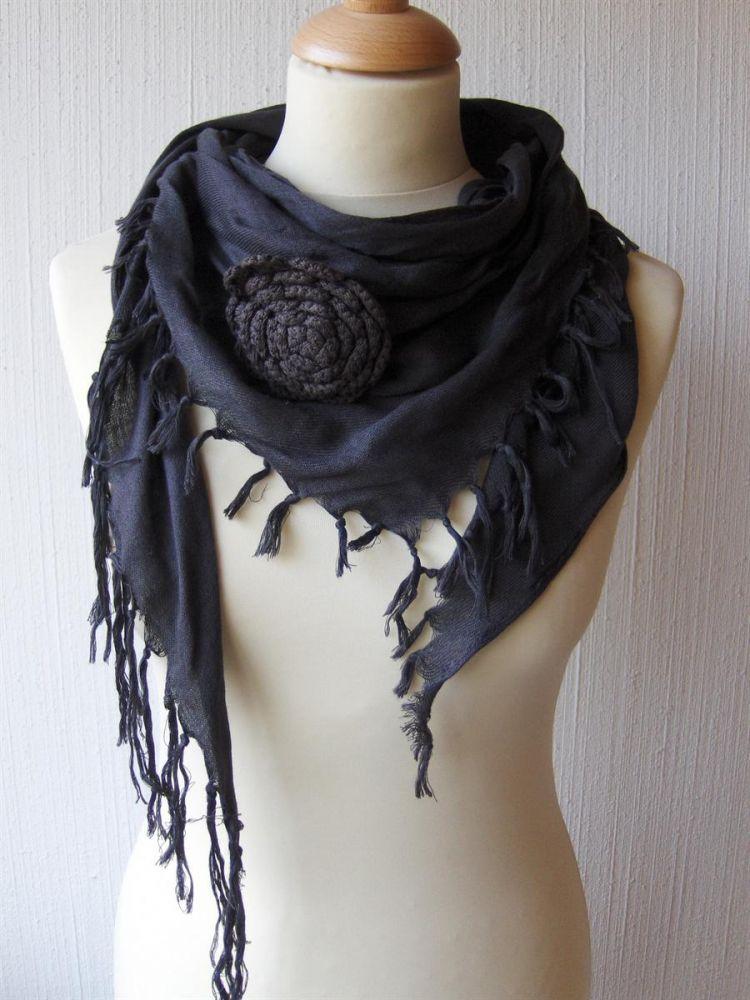 Bavlněný teplý šátek S růží černý