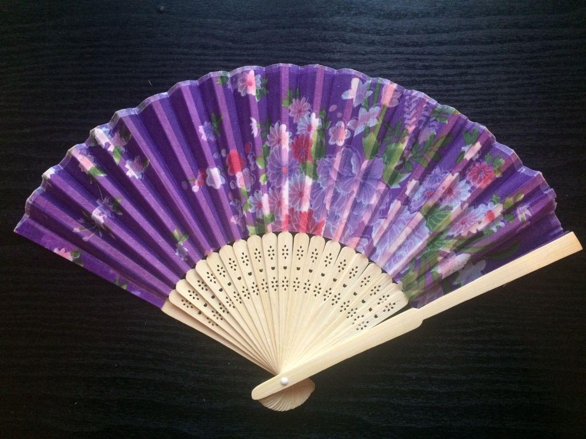 Vějíř látkový Květiny fialový