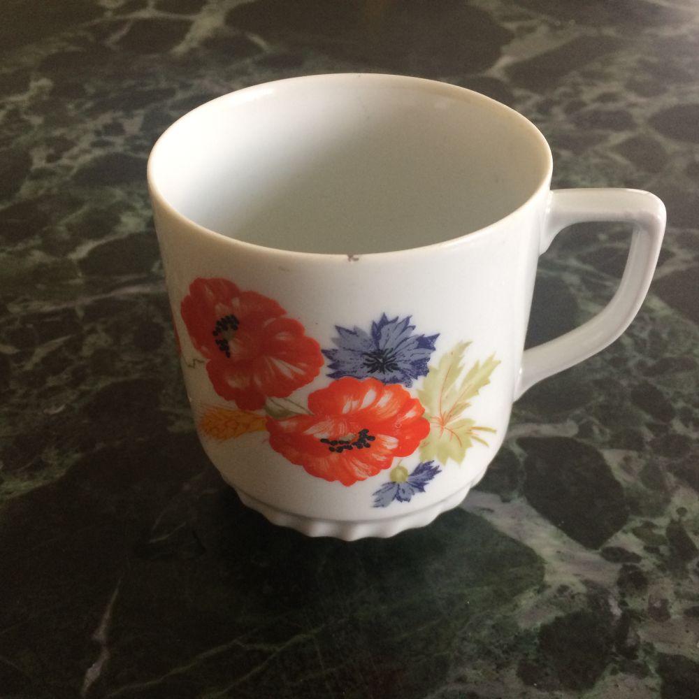 Porcelánový retro hrnek Máky Epiag