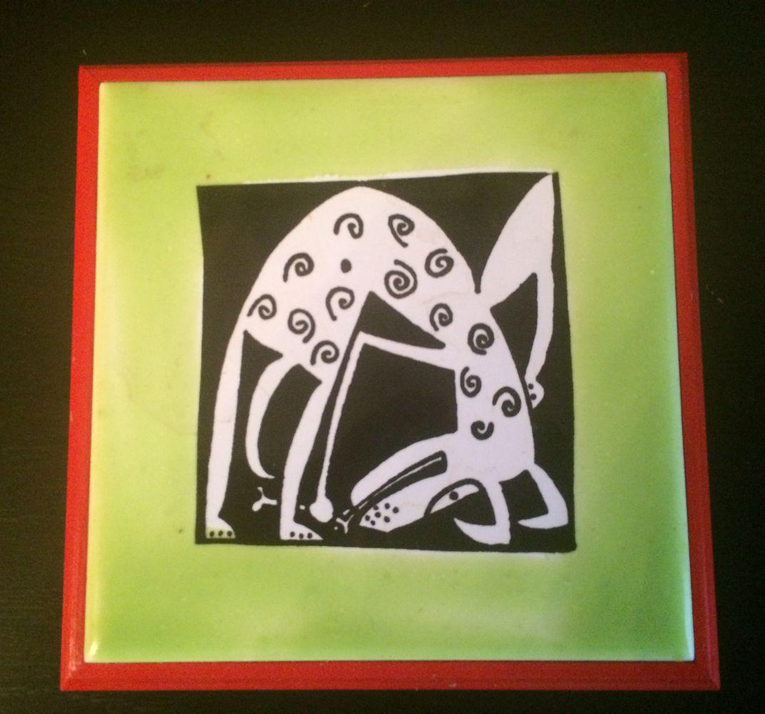 Keramický podtácek- podložka Pes červený okraj