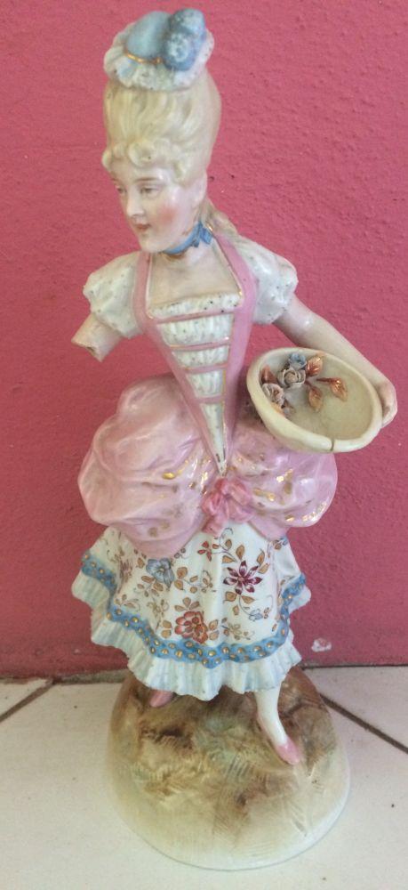 Porcelánová soška Žena s parukou