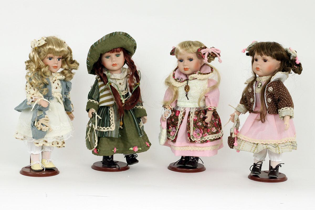 Porcelánová panenka Blondýnka v růžových šatičkách a mašličkami
