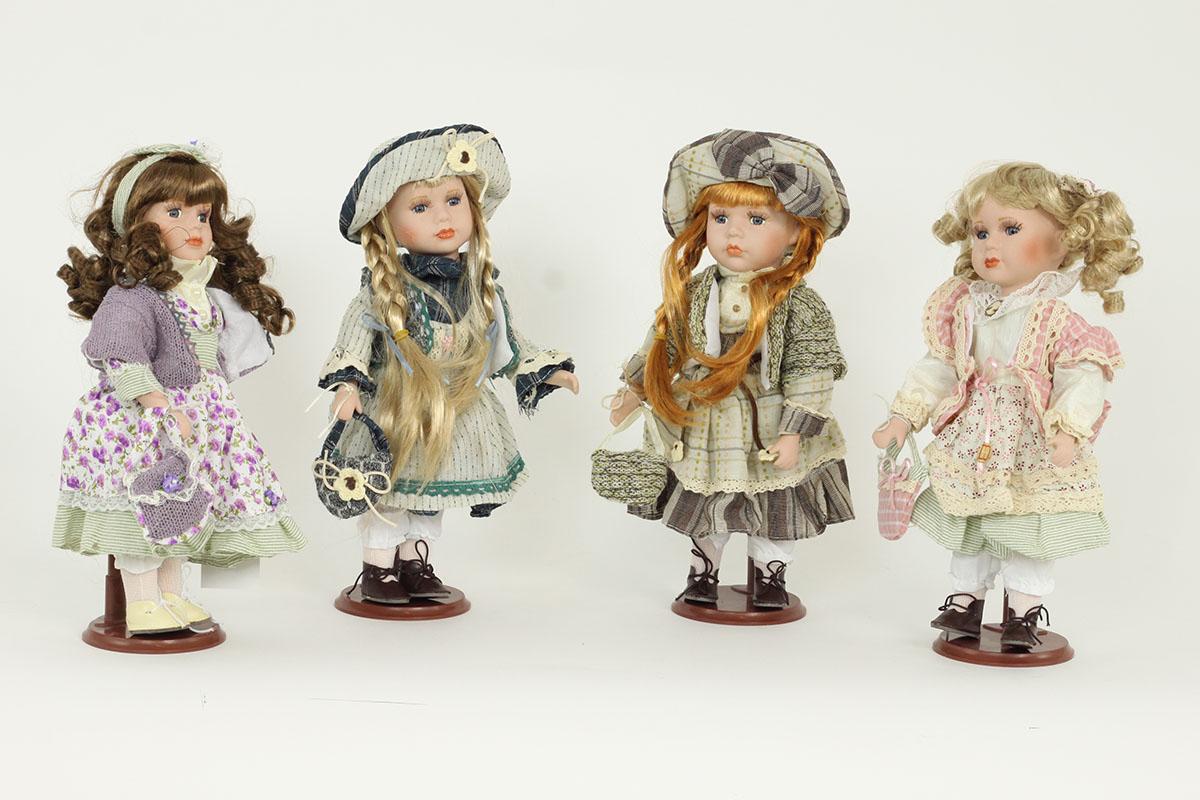 Porcelánová panenka Blondýnka s loknami a růžovou jubkou