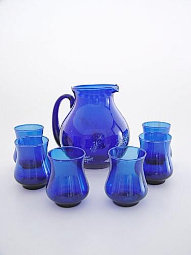 Skleněný džbán se skleničkami