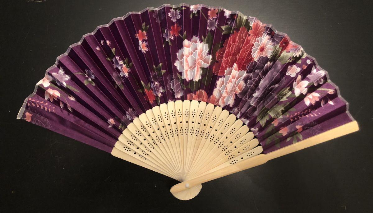 Vějíř saténový Květiny růžovofialové fialový