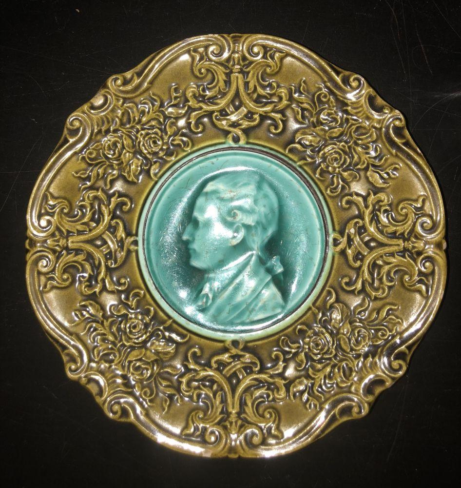 Majolikový keramický talíř s portrétem