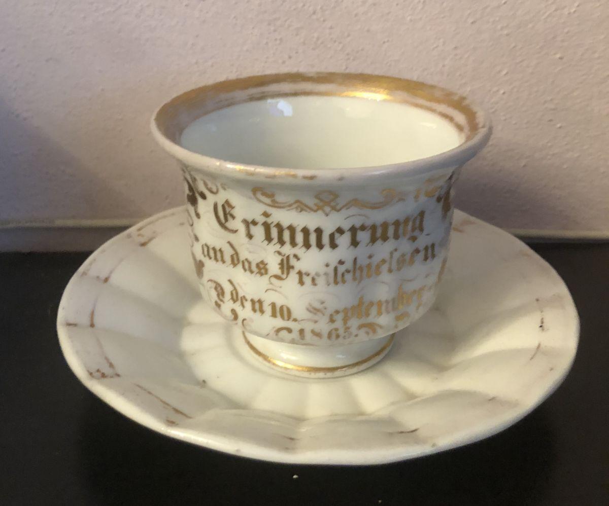 Porcelánový šálek cca 1830 - 1870 ručně malovaný signovaný Carlsbad
