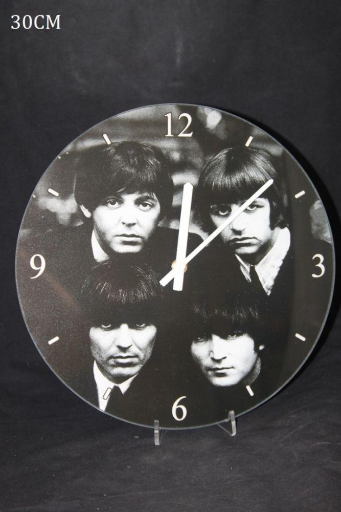 Skleněné hodiny na zeď Beatles