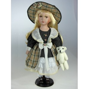 Porcelánová panenka Blondýnka krátké vlasy v čepici 30cm