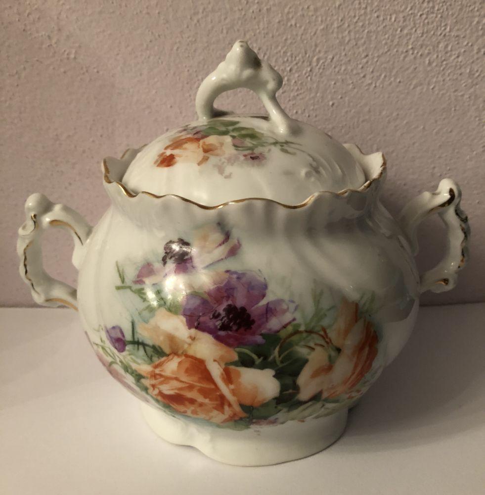 Porcelánová cukřenka S květinami signovaná