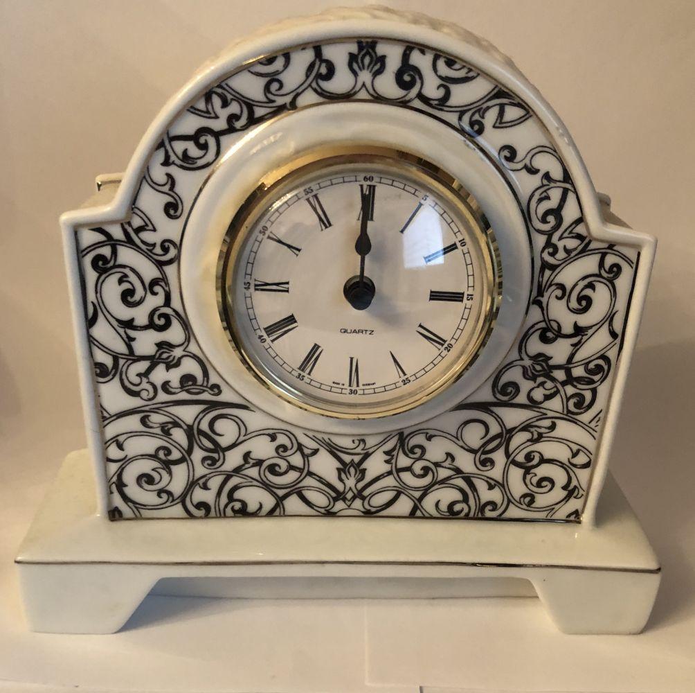 Porcelánové krbové hodiny Leander