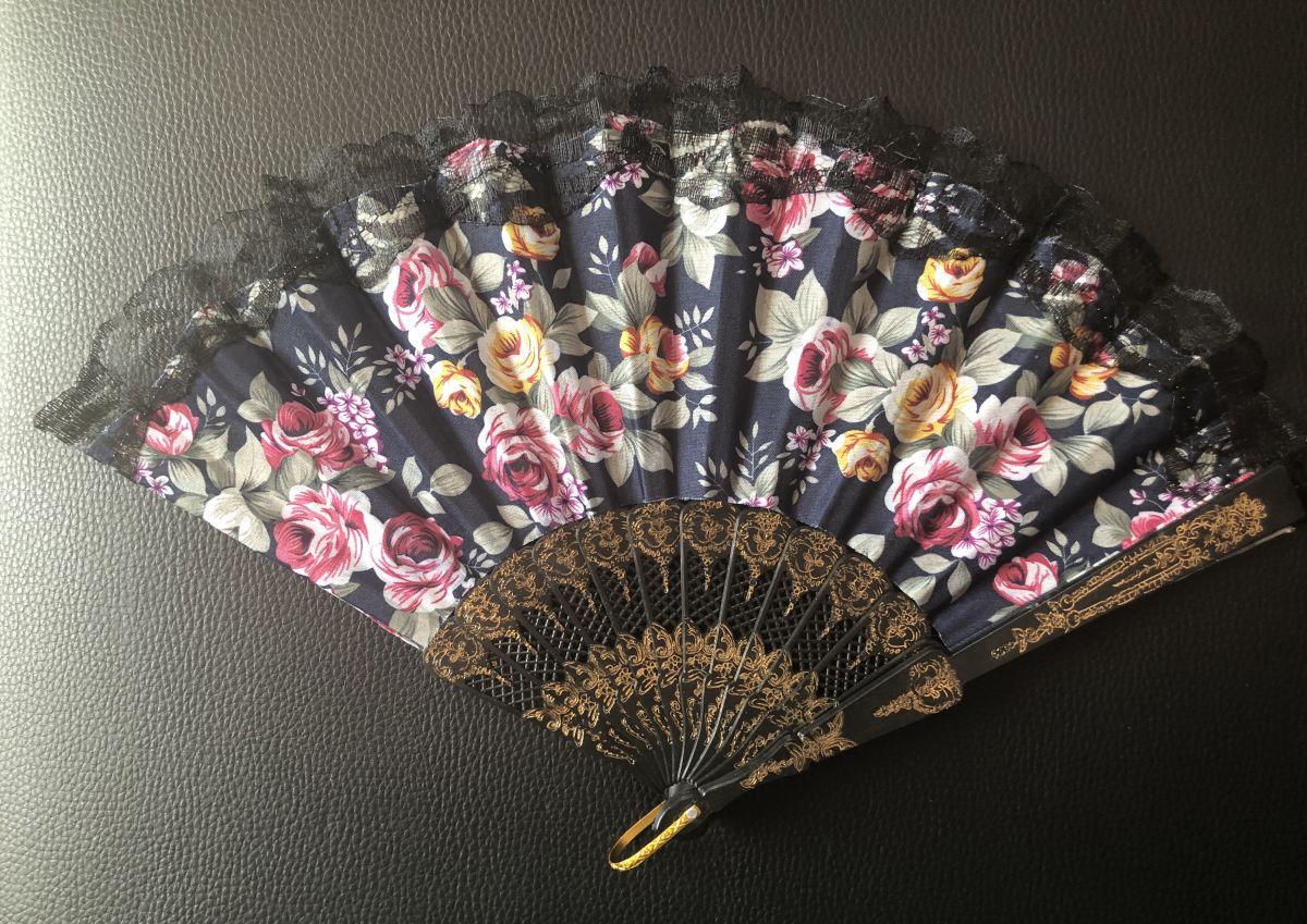Vějíř látkový - Baroko s růžemi tmavě modrý