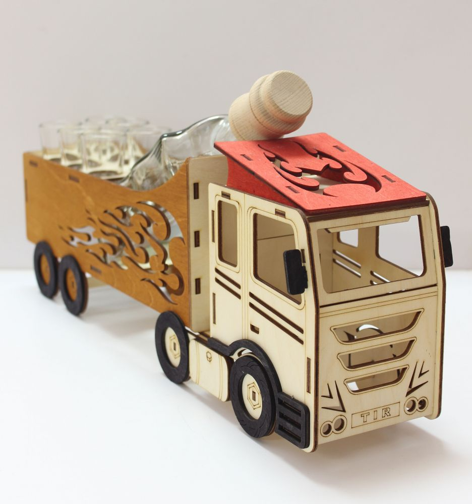 Dřevěný stojan na karafu a skleničky 6ks Kamion