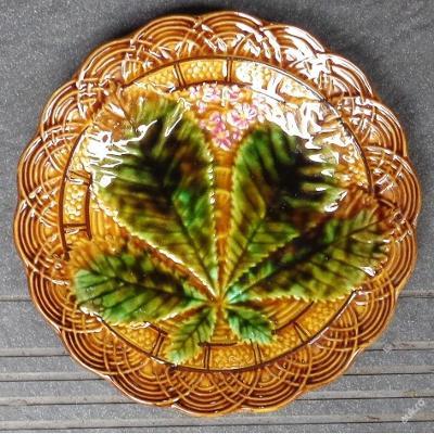 Majolikový keramický secesní talíř Kaštan se signací