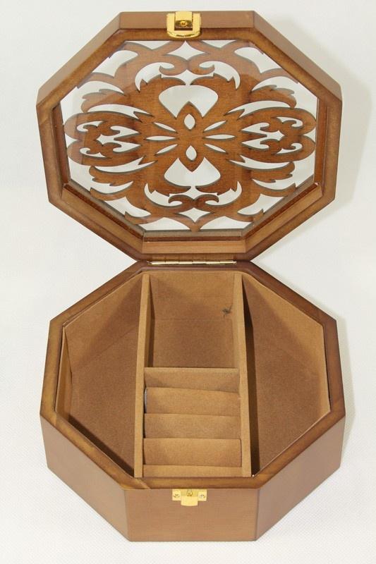 Dřevěná šperkovnice vyřezávaná Hedvika přírodní