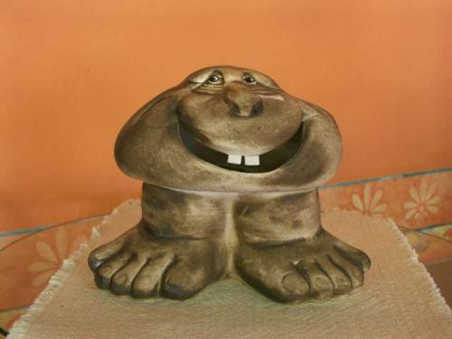 Keramický kámen úsměv zuby s nohama S13