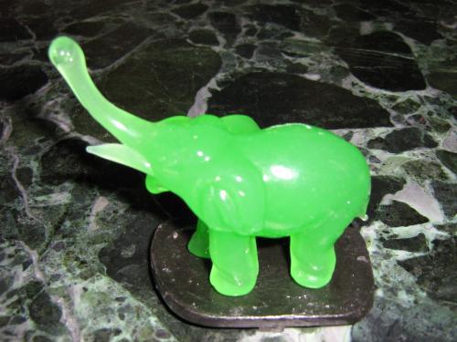 Skleněný slon zelený S pro štěstí